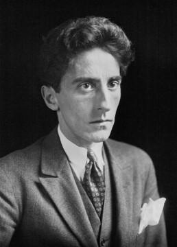 Portrait de Jean Cocteau réalisateur et artiste