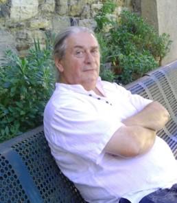 Jean-Jacque Marie assis sur un banc