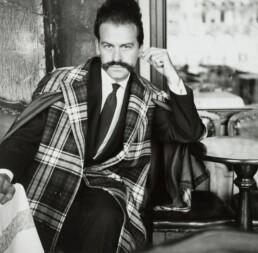 Portrait en noir et blanc de Georges Mathieu