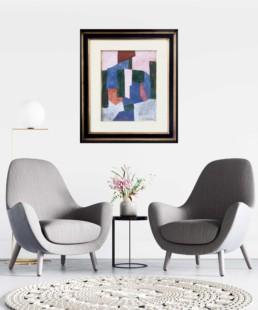 Gaouche de Serge Poliakoff accroché sur le mur d'un salon avec deux fauteuils