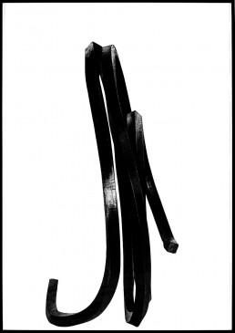 Dessin au fusain de Bernar Venet artiste contemporain noir et blanc